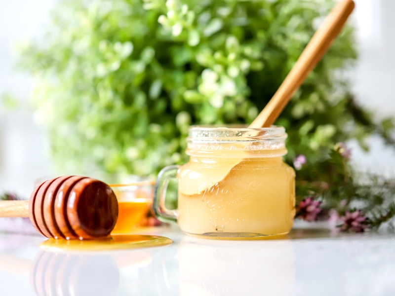 homemade scrub for dry lips-honey and sugar lip scrub